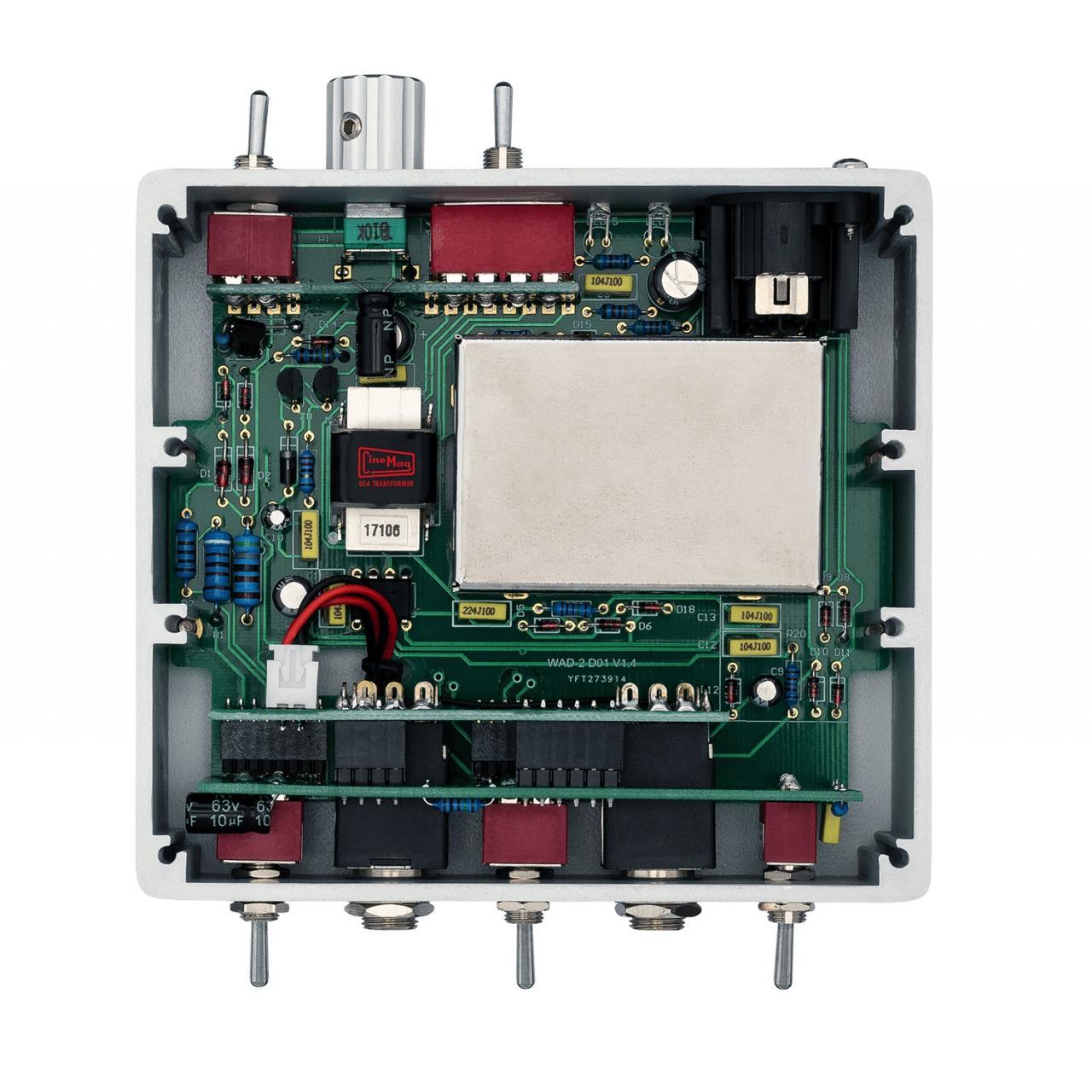 DI-BOX-ACTIVE-INTERIOR-72DPI.jpg